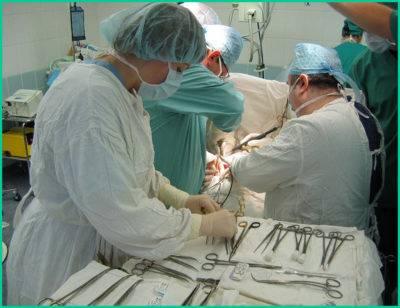 Радикальным и наиболее действенным способом устранения опухоли является хирургическое вмешательство.