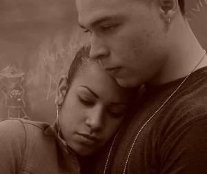 печальная молодая пара