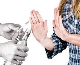 Неправильный образ жизни увеличивает шансы человека на то, что он заразится и пострадает от вируса гепатита С