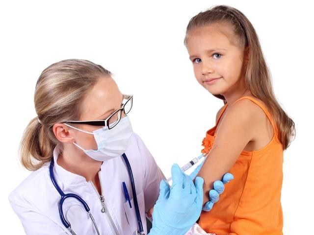 Девочку не смущает нужда вакцинации